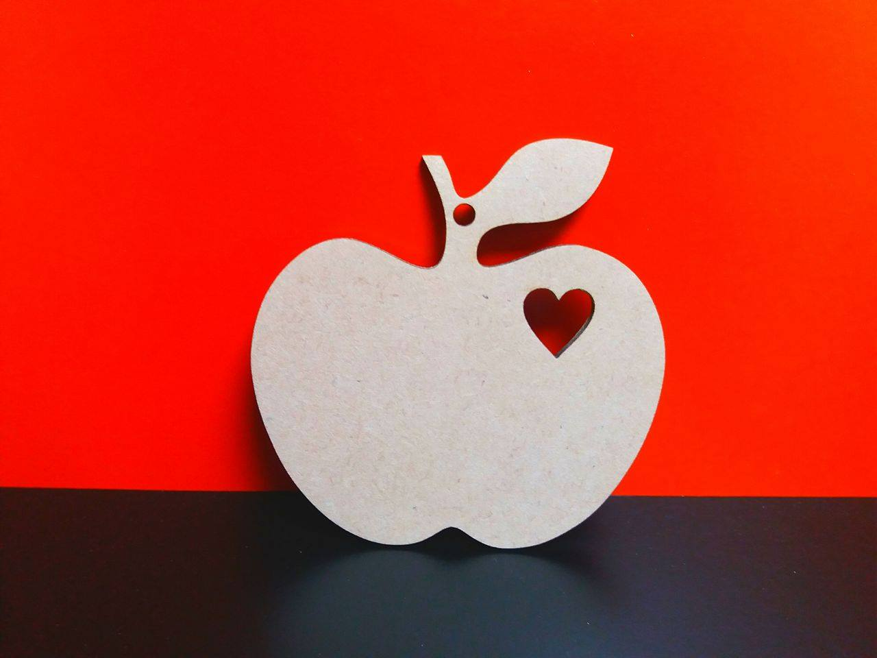 Apple With Heart Cut Out 9 5cm X 9 5cm 1 Hole Woodform